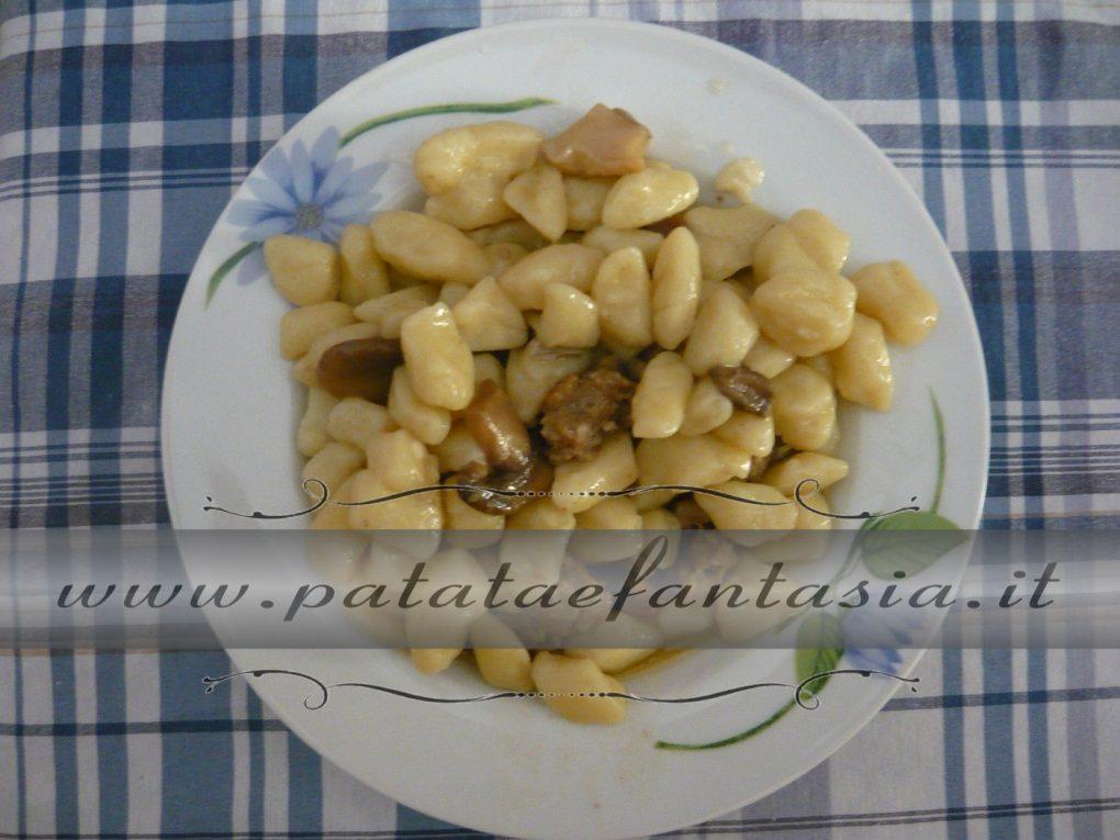 Ricetta Gnocchi Di Patate Novelle.Gnocchi Di Patate Con Salsiccia E Funghi Porcini Ricetta Gnocchi Di Patate