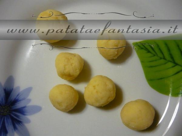 impasto-palline-dolci-di-patate-dolce-con-patate-dolce-fatto-di-patate-02