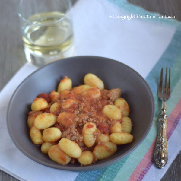 ricetta-gnocchi-ragu-quadra