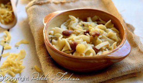 Pasta e fagioli con patate e pancetta