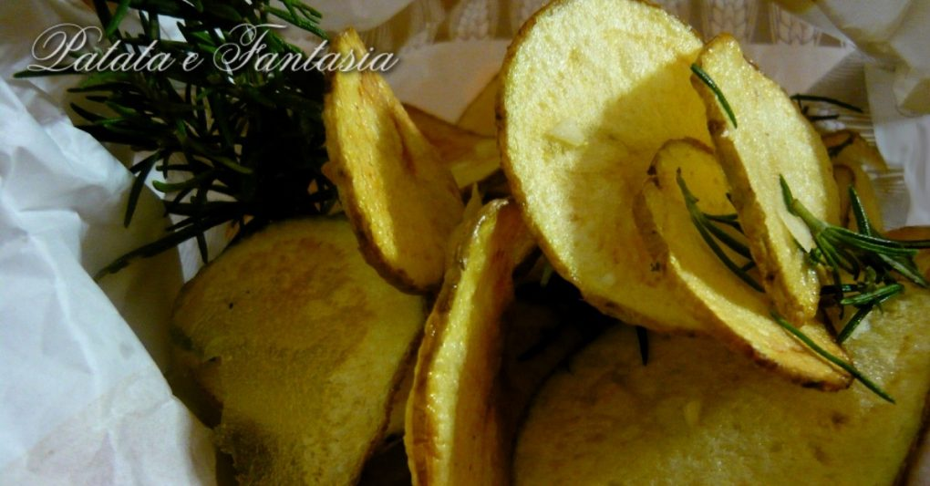Chips-patate-aglio-rosmarino-Ricetta-chips-in-casa-Ricetta-chips-patate-evidenza