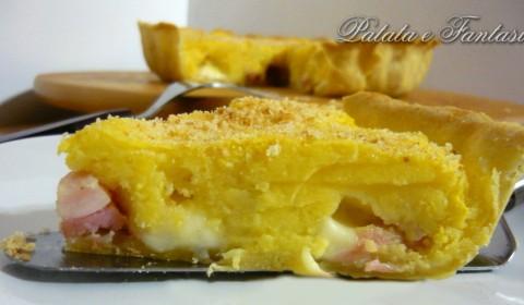 Torta salata con patate, prosciutto cotto e cuore filante