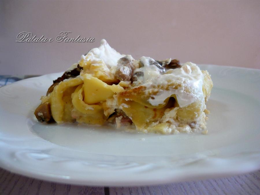 crepes-ripieno-patate-formaggio-grana-pancetta-affumicata-sugo-panna-funghi-03