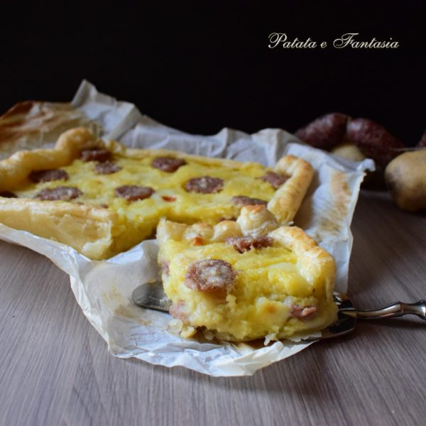 torta-salata-patate-salsiccia-ricetta-facile-quadrata