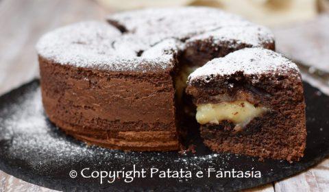 Torta versata al cacao con Crema al latte
