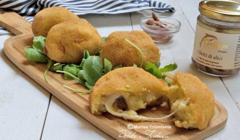 Polpette di patate ripiene di mozzarella e filetti di Alici